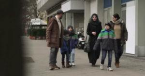 Das Geschäft mit den Flüchtlingen